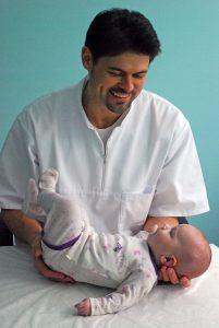 Osteopatas ir kūdikis